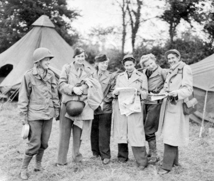 WW II female war correspondents.