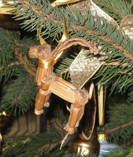 Yule_Goat_on_the_christmas_tree_2